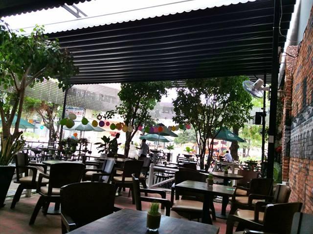 mái xếp quán cafe
