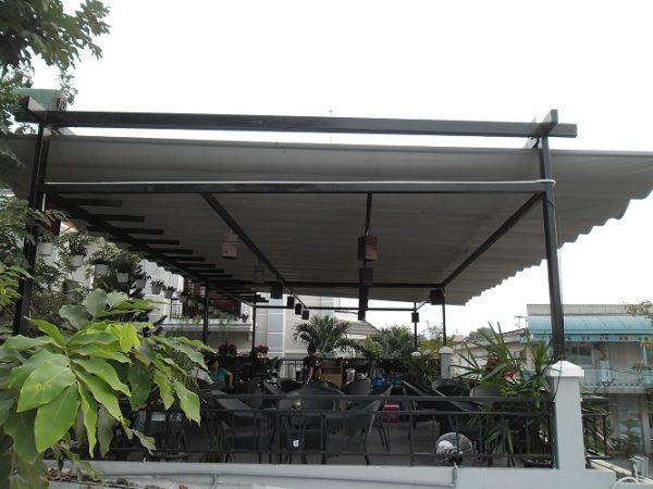 mái che xếp quán cafe